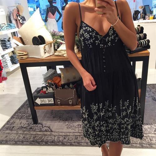 שמלת הילי שחור לבן