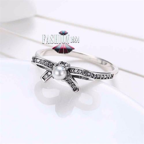 טבעת משובצת אבני זירקון ופנינה דגם פרל