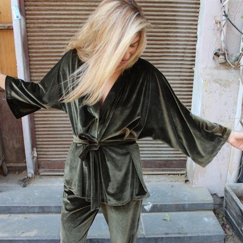 חליפת קימונו ולווט ירוק