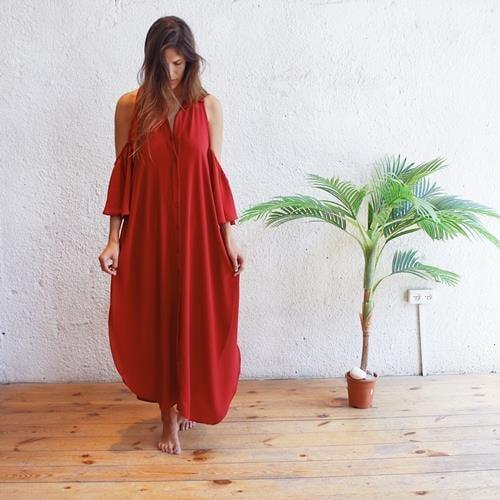 שמלת אאישה אדומה