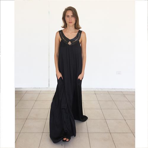 שמלת לילה שחורה בשילוב דמויי עור לייזר קאט