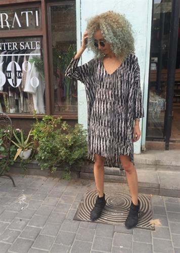 שמלת קיילי שחור לבן