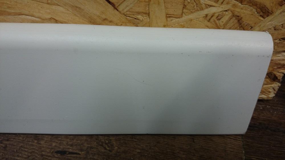 """פנל לפרקט לבן 6 ס""""מ- 2.5 מטר אורך"""