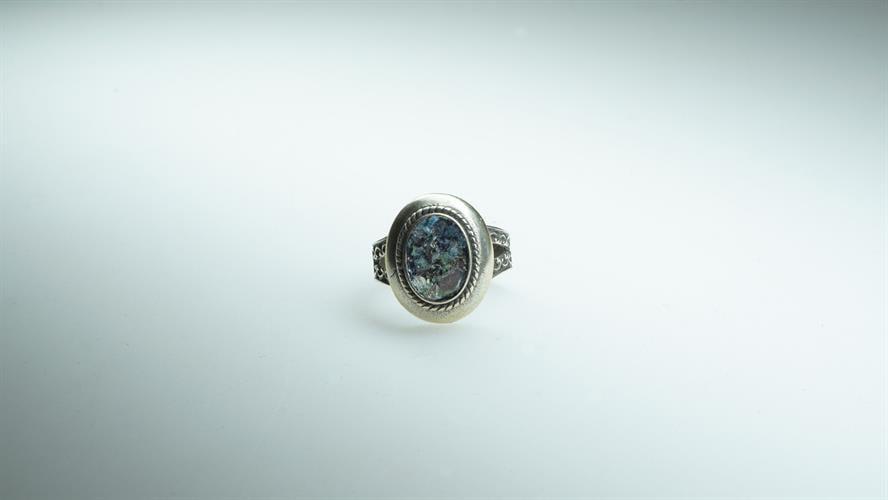 טבעת כסף סטרלינג מושחר משובץ זכוכית רומית
