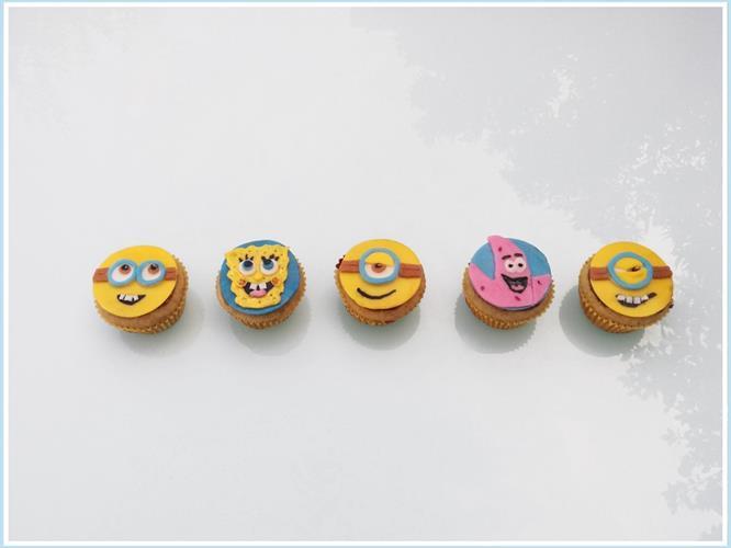 מיני קאפקייקס בעיצוב בצק ללא סוכר