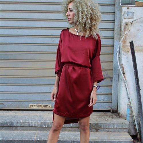 שמלת ריהאנה אדום