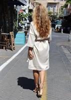 שמלת ריהאנה בז'