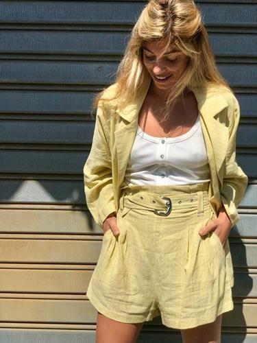 חליפת דניס צהובה