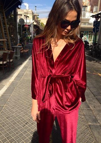 חליפת קימונו ולווט אדום