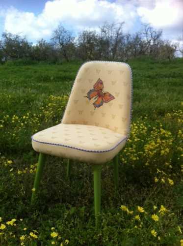כסא וינטג' פרפר, רקום בעבודת יד