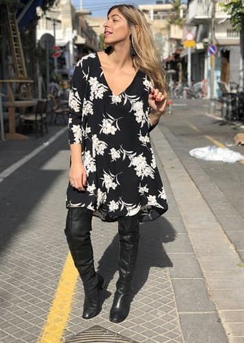 שמלת קיילי פרח שחור לבן